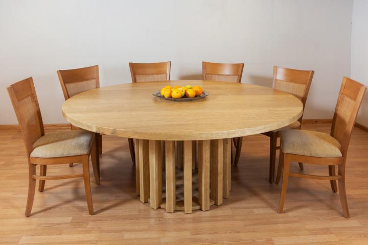 שולחן אוכל עגול מעץ אגוז אפריקאי
