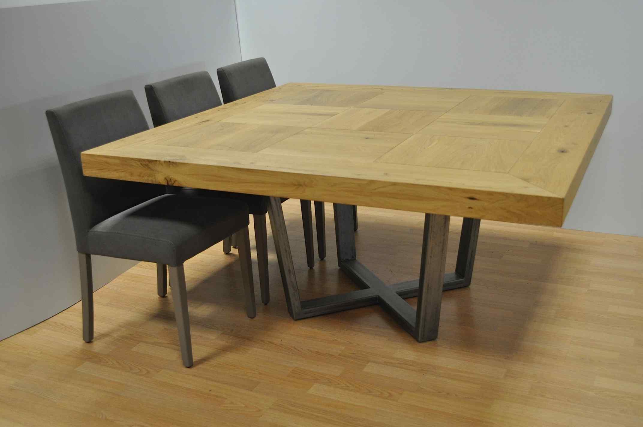 שולחן מרובע מעץ אלון טבעי ומבוקע