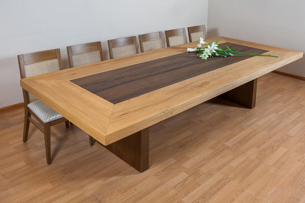 שולחן אוכל מעץ אגוז אפריקאי דגם פריים